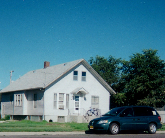 Our house in Scottsbluff (2005), six blocks fro Anna's. A fortuitous blue car in front.